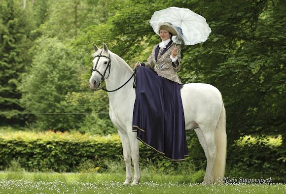 Barockdame auf Pferd