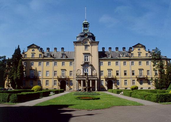 Aussenansicht Schloss mit Parkanlage
