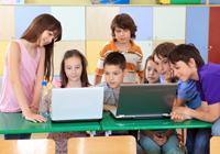 Schulklasse vorm PC