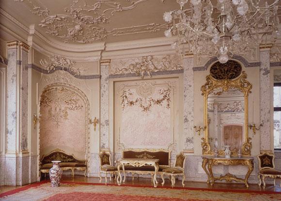 Prunkvoller Saal im Schloss