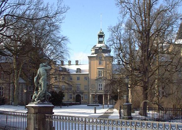 Blick auf das Schloss im Winter