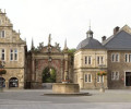 Schlosstor und Marktbrunnen